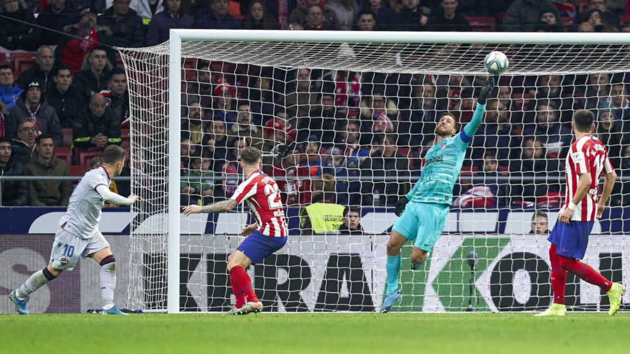 GK Analysis: Last-minute save showcases all of Oblak's strengths.