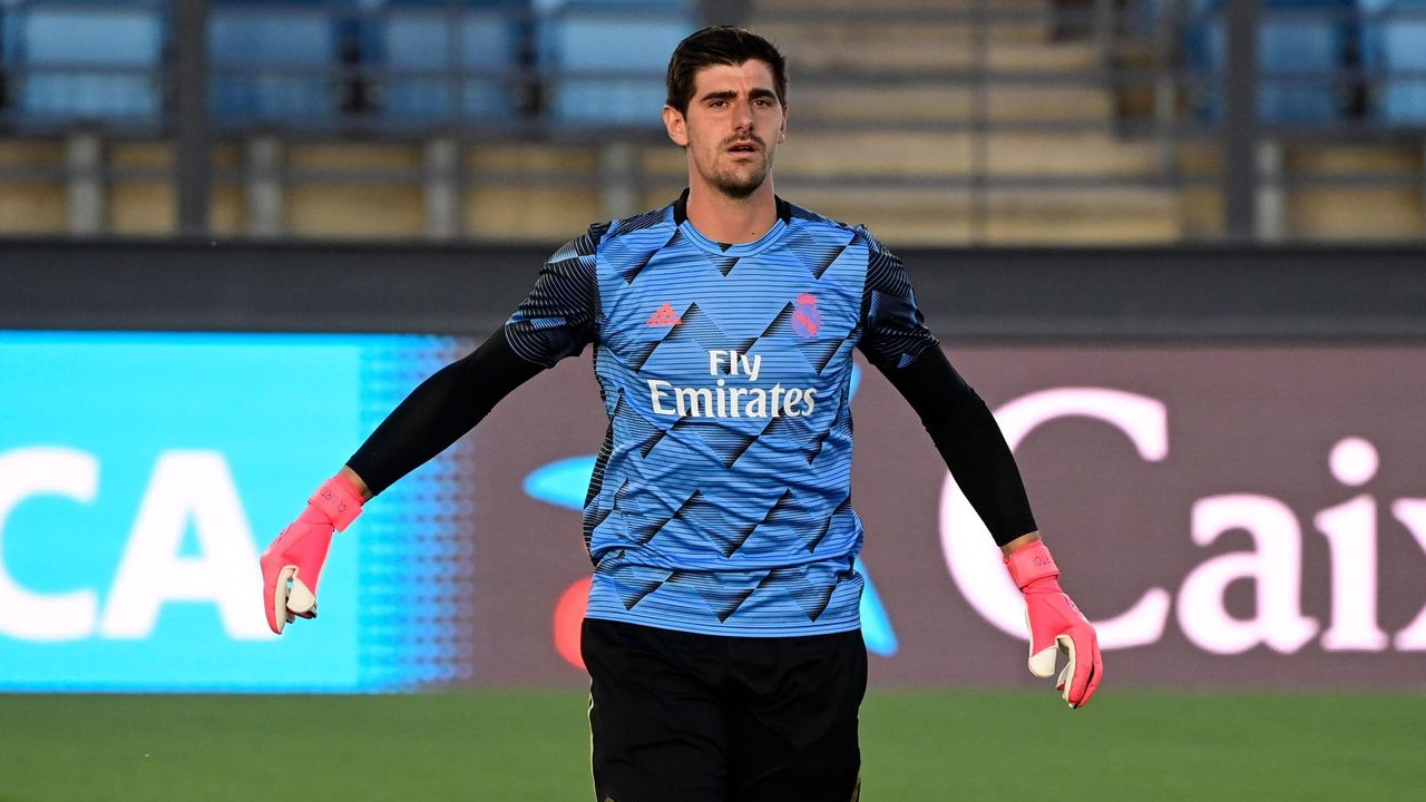 GK Analysis: How Mikel Merino illegally obstructed Thibaut Courtois's line of sight.